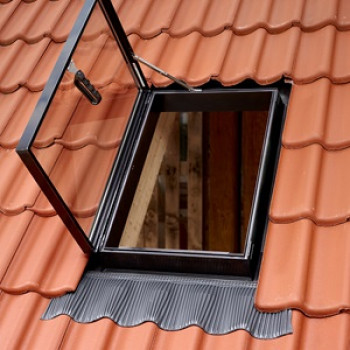 Купить окно-люк GVT для выхода на крышу (54х83 см)