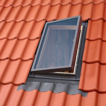 Купить окно-люк VLT для выхода на крышу